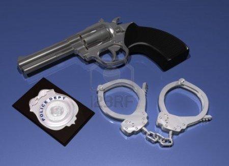pistola-della-polizia-distintivo